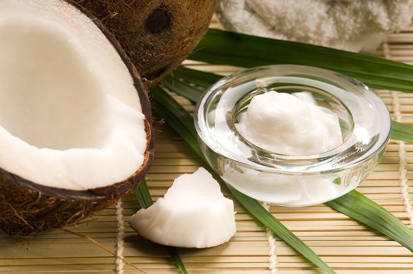 Cách 2: Dùng dầu dừa bôi trĩ ngoại: 1
