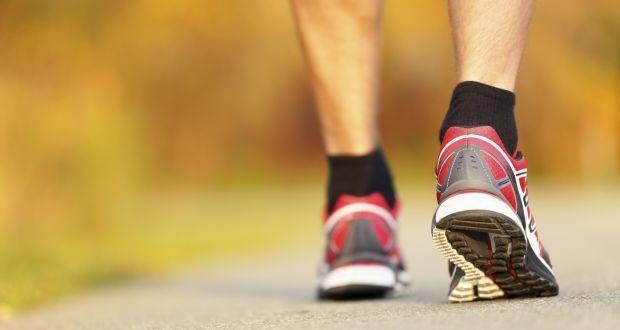 Nên tập thể dục và đi bộ để giảm áp lực lên búi trĩ 1