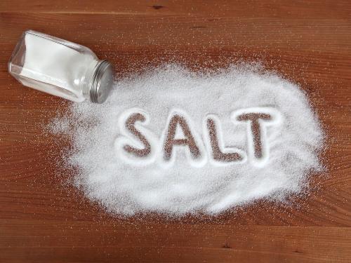 1. Đồ ăn mặn, đồ ăn chứa nhiều muối 1